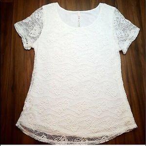 5/25$ White Floral Multi Layer Top